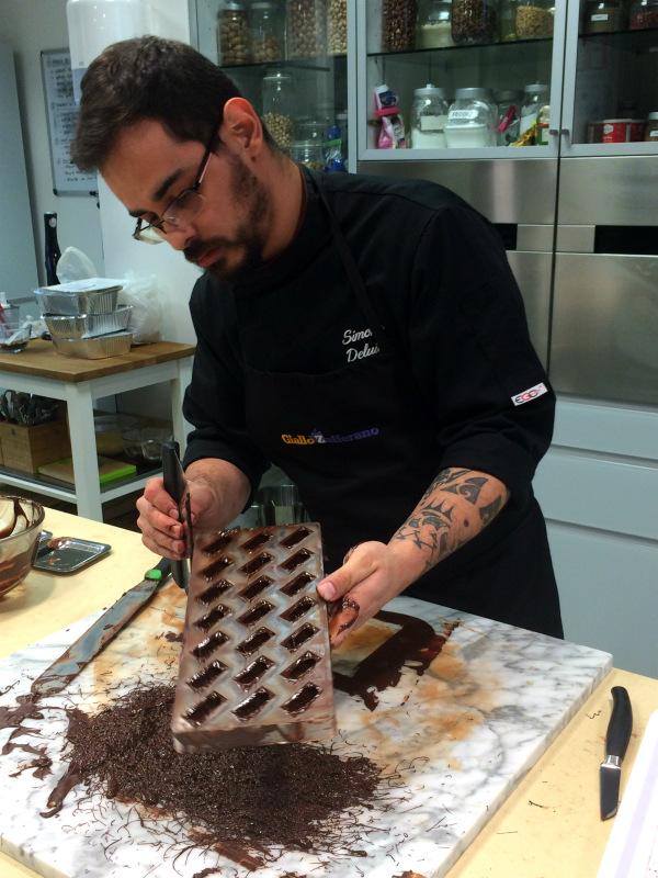 Temperaggio del cioccolato, chef Simone di Giallozafferano