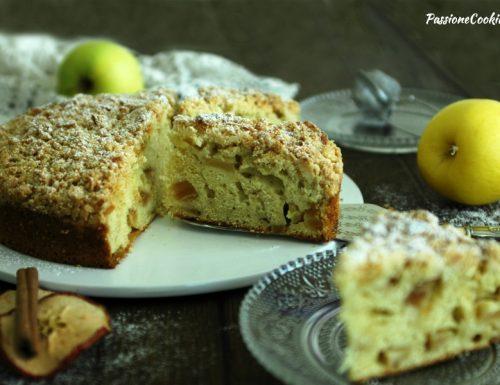 Torta alla panna montata e mele con crumble