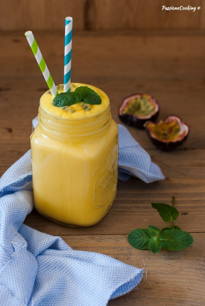 Smoothie all'ananas e Mango con Latte di Cocco