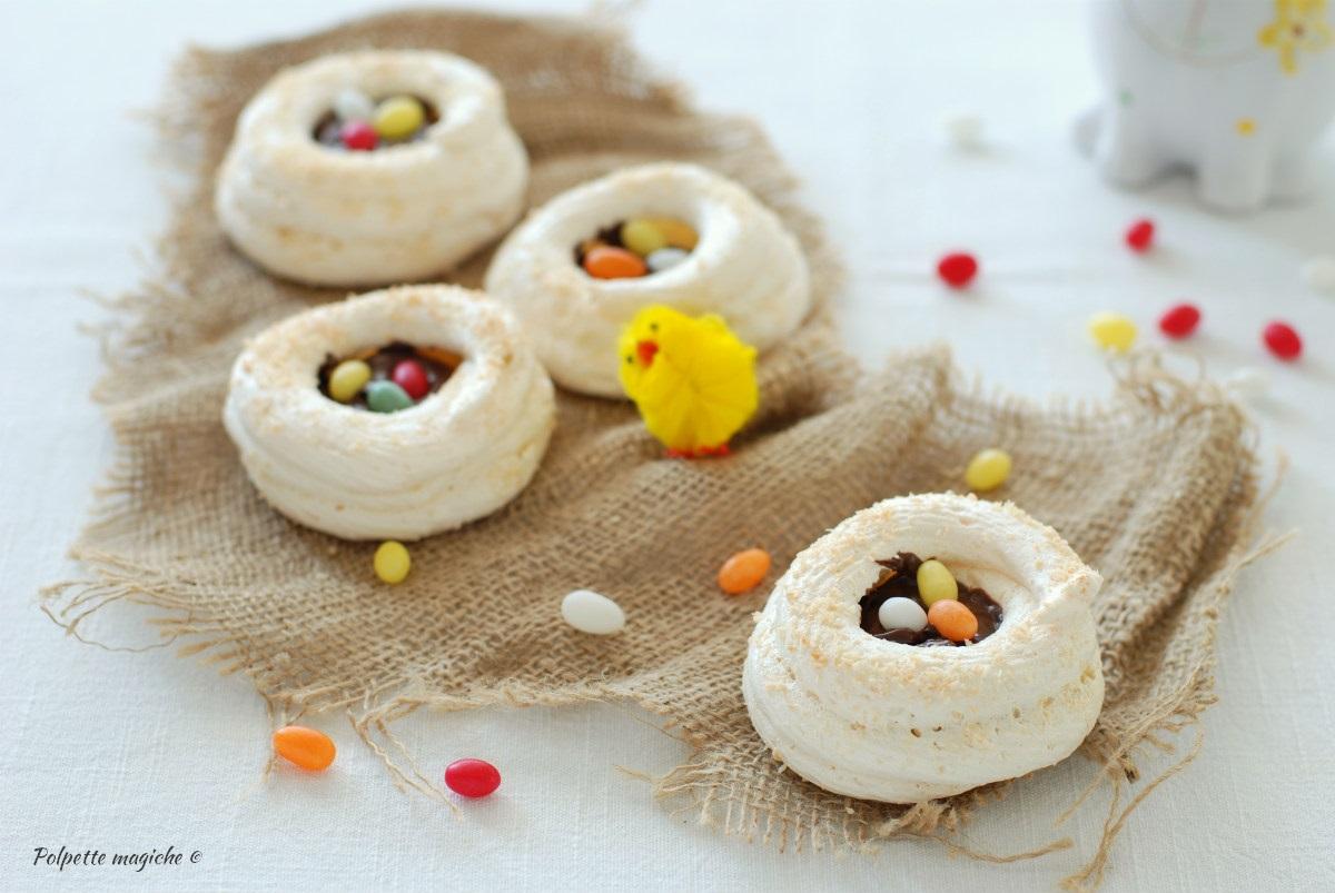 Nidi di meringa e cocco con crema spalmabile alle nocciole