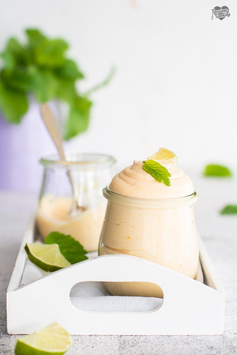 Mousse di albicocche e lime - fresca e cremosa