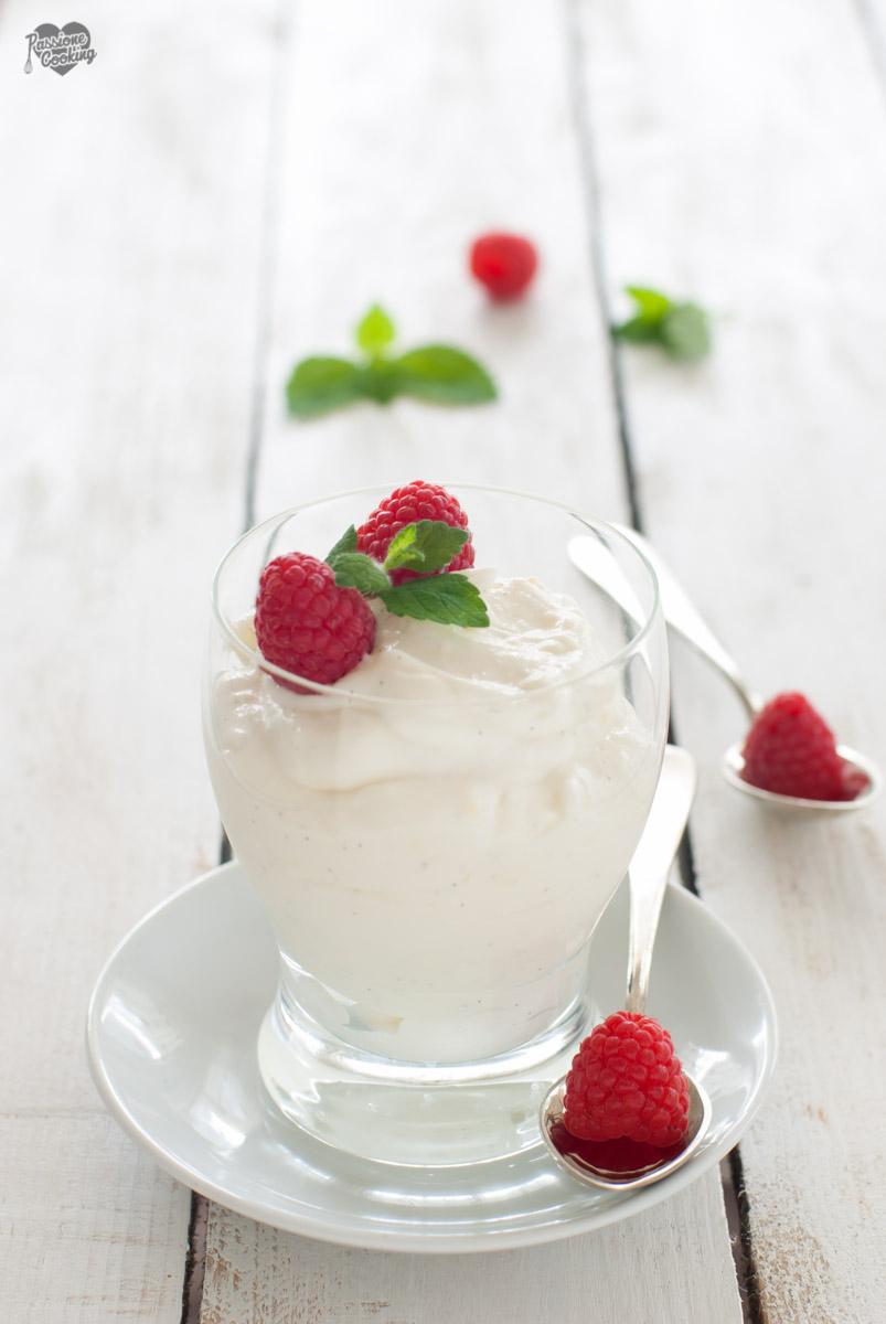 Mousse allo yogurt - cremosa, fresca e leggera