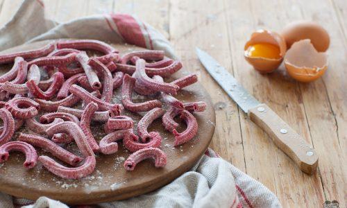 Maccheroni alla barbabietola – preparati al torchio