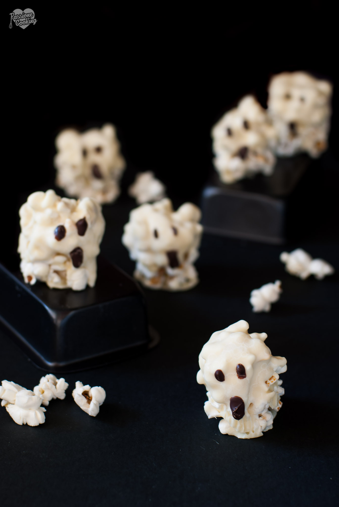 Fantasmini di popcorn e cioccolato - ricetta Halloween