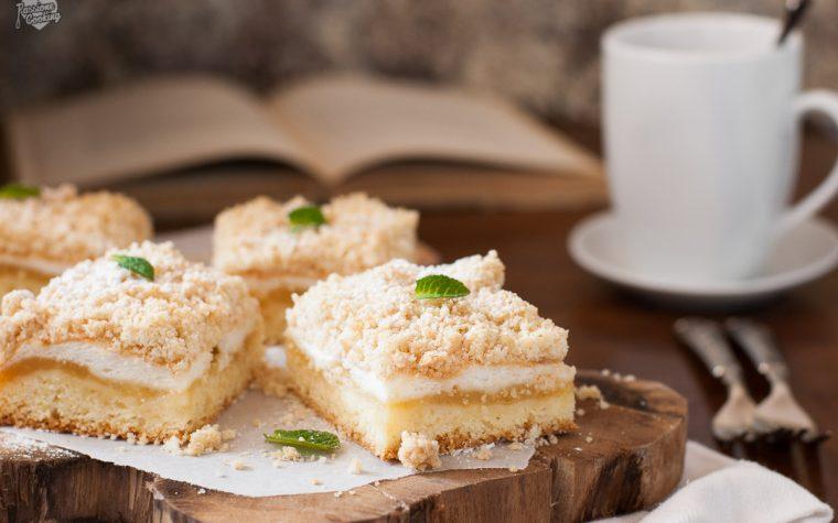 Torta di mele con meringa e crumble