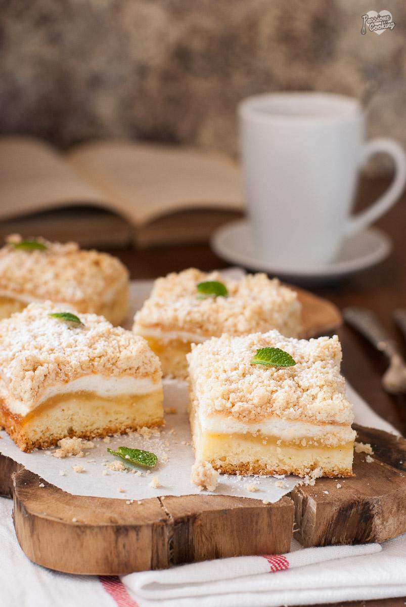 Torta di mele con meringa e crumble golosa