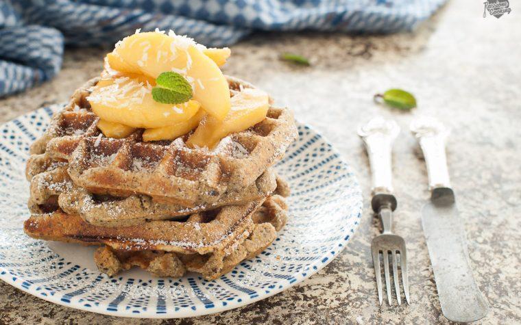 Waffle con farina di saraceno e mele caramellate – senza glutine