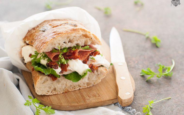 Ciabatta con olive farcita – perfetta per un picnic