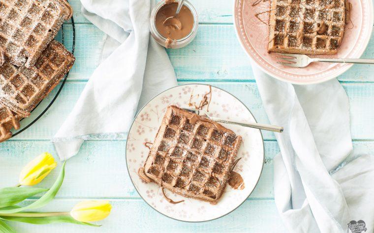Waffle al cioccolato al latte e yogurt
