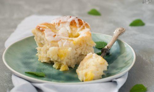 Girelle al cocco ripiene di ananas