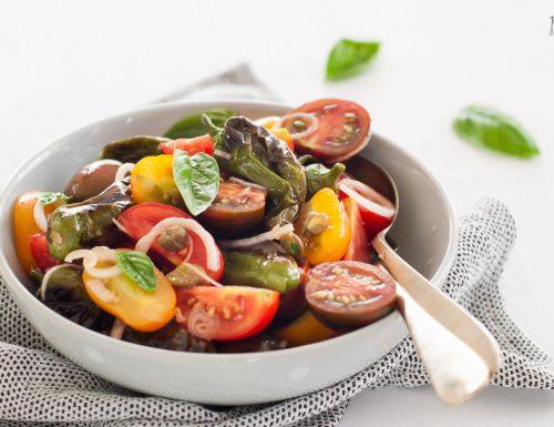 Insalata di pomodori e friggitelli – fresca e leggera