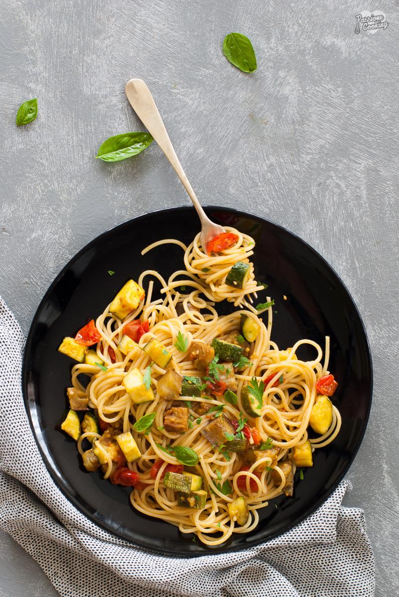 Spaghetti alla curcuma e verdure arrosto