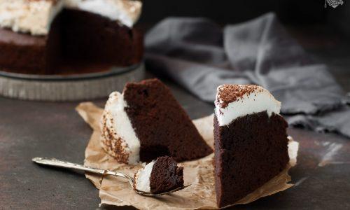 Torta birra e cioccolato meringata – umida e morbidissima