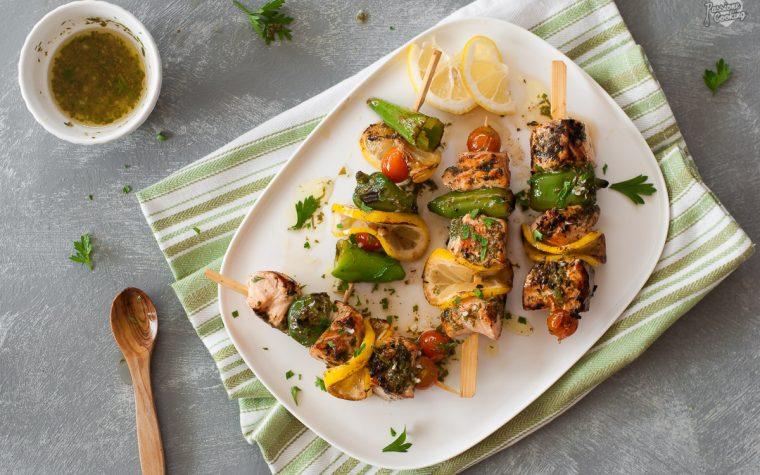 Spiedini di salmone al limone – profumati e leggeri