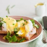 Eggs benedict con salsa olandese