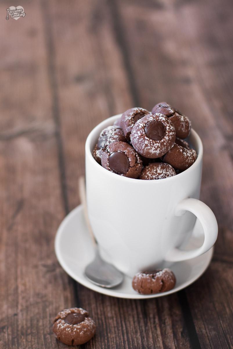 Biscotti al caffè ripieni di cioccolato