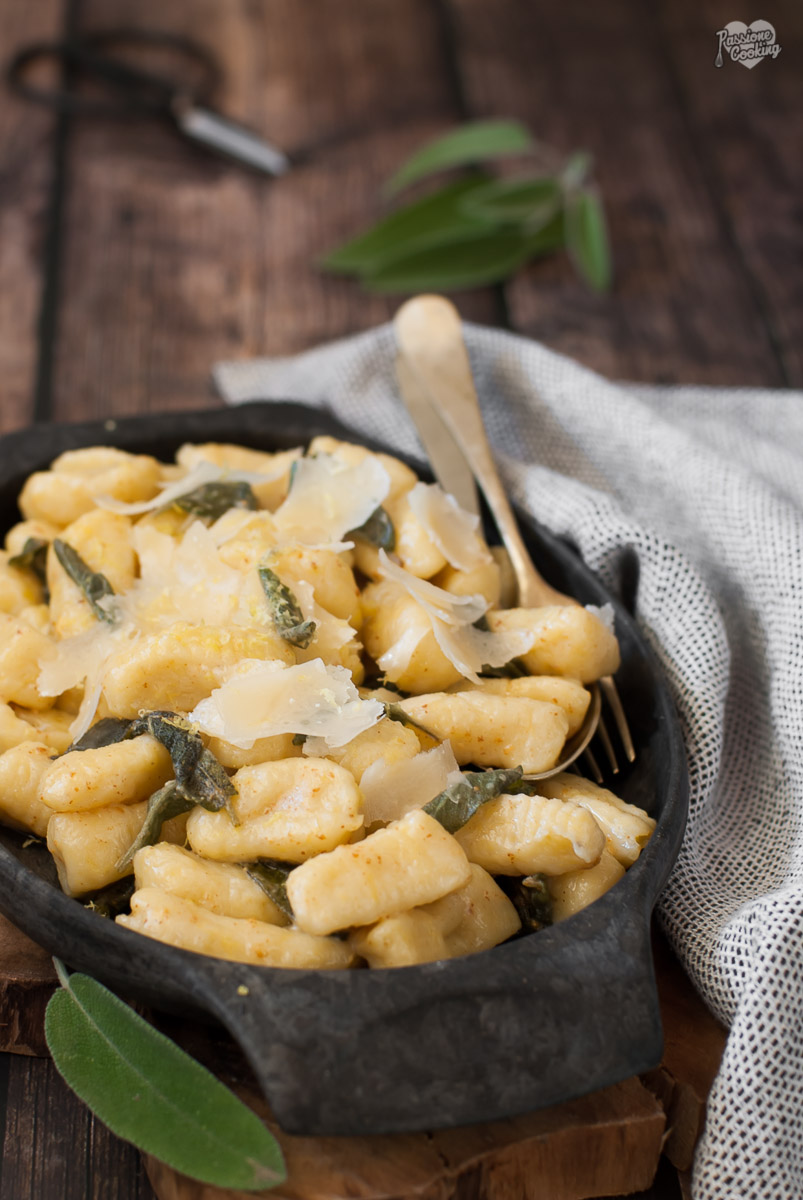 Gnocchi di cavolo navone e patate con burro e salvia
