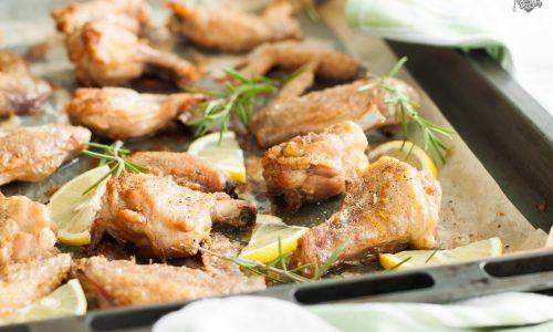 Ali di pollo al forno croccanti, con pepe e limone