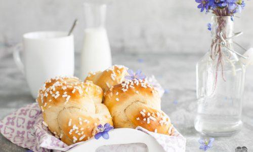 Nodini di pan brioche al latticello