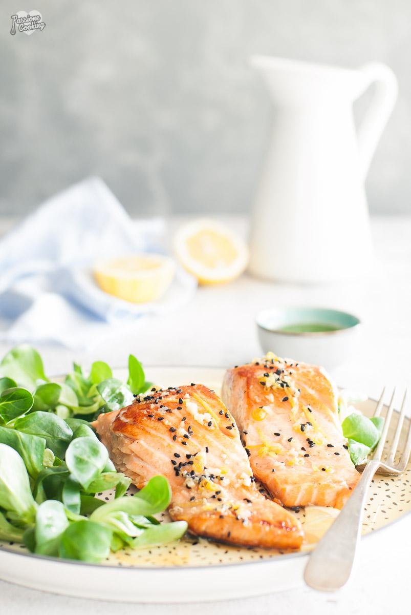 Salmone in padella con limone e cumino nero