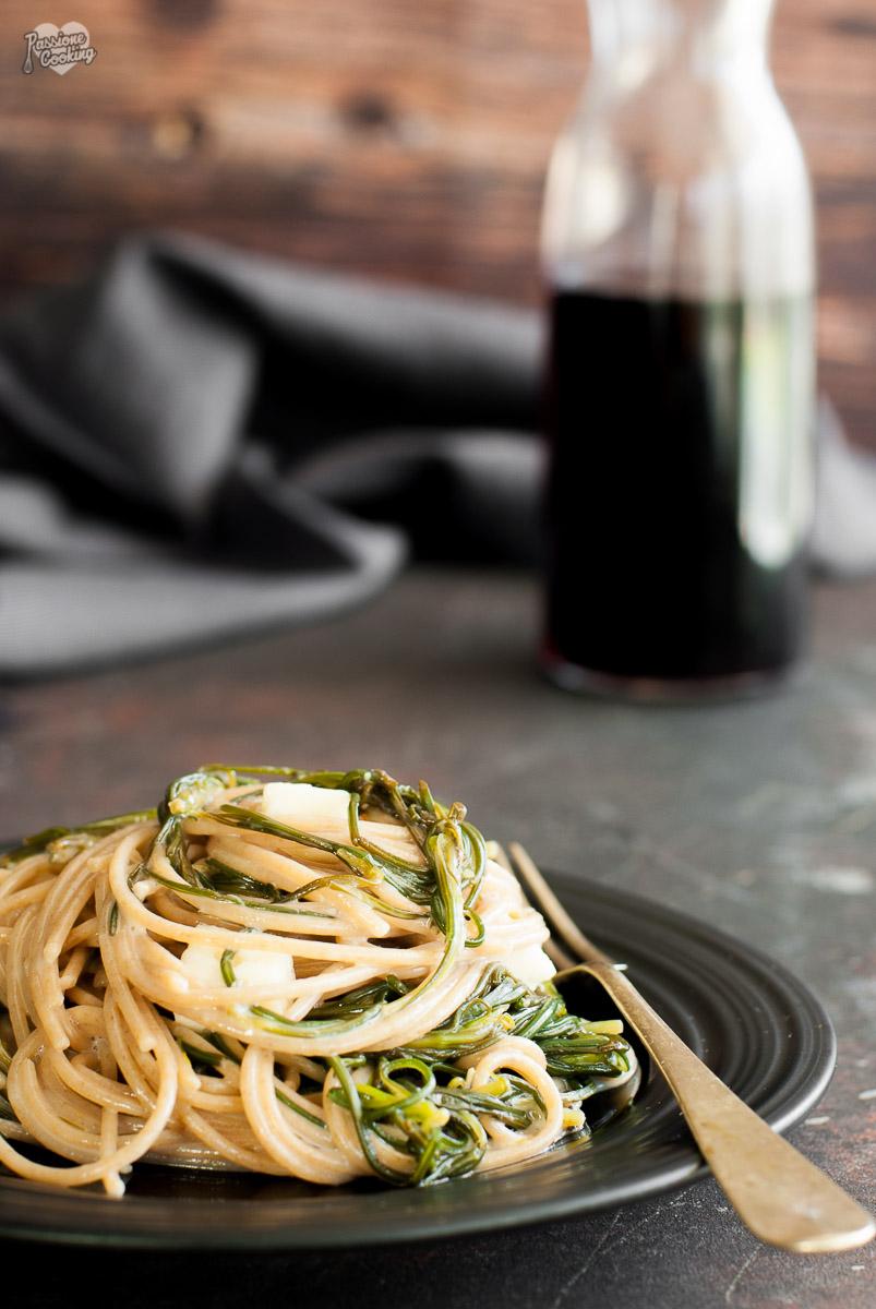 Spaghetti con agretti e taleggio