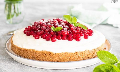 Torta fredda allo yogurt e ribes rossi