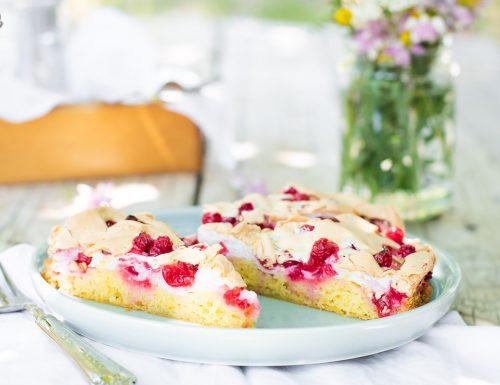Torta meringata semplice ai ribes rossi