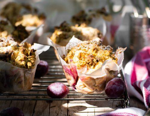 Muffin alle prugne con crumble ai pistacchi