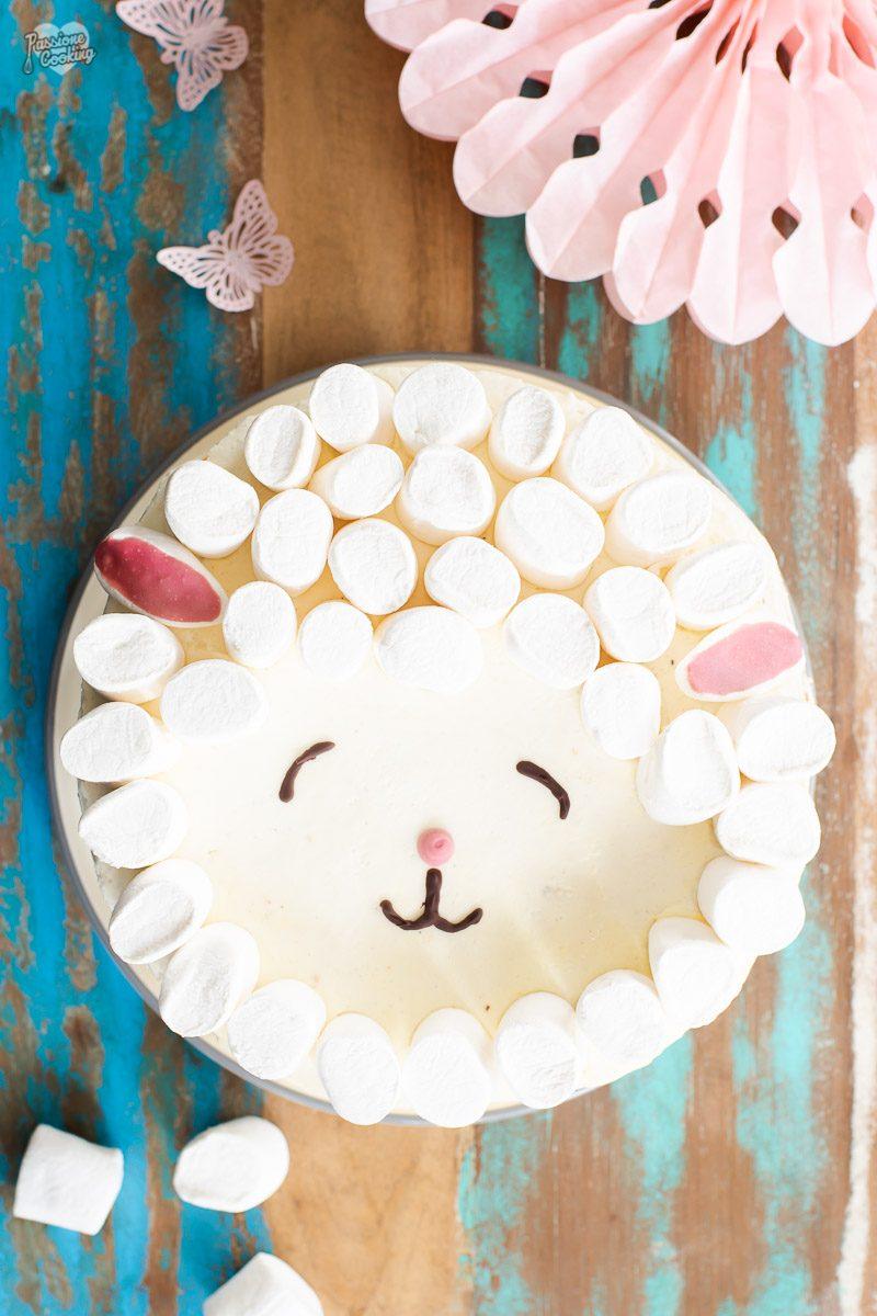 Torta di compleanno per bambini decorata da pecora