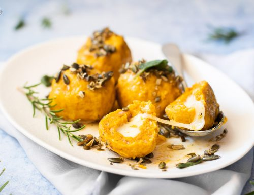 Canederli di zucca ripieni di formaggio