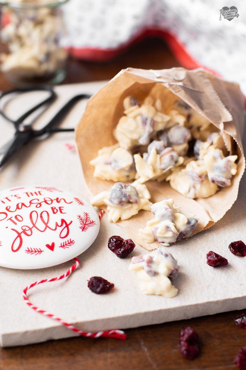 Bocconcini di mandorle mirtilli e cioccolato bianco