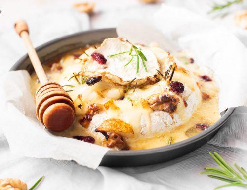Camembert al forno con pere e noci