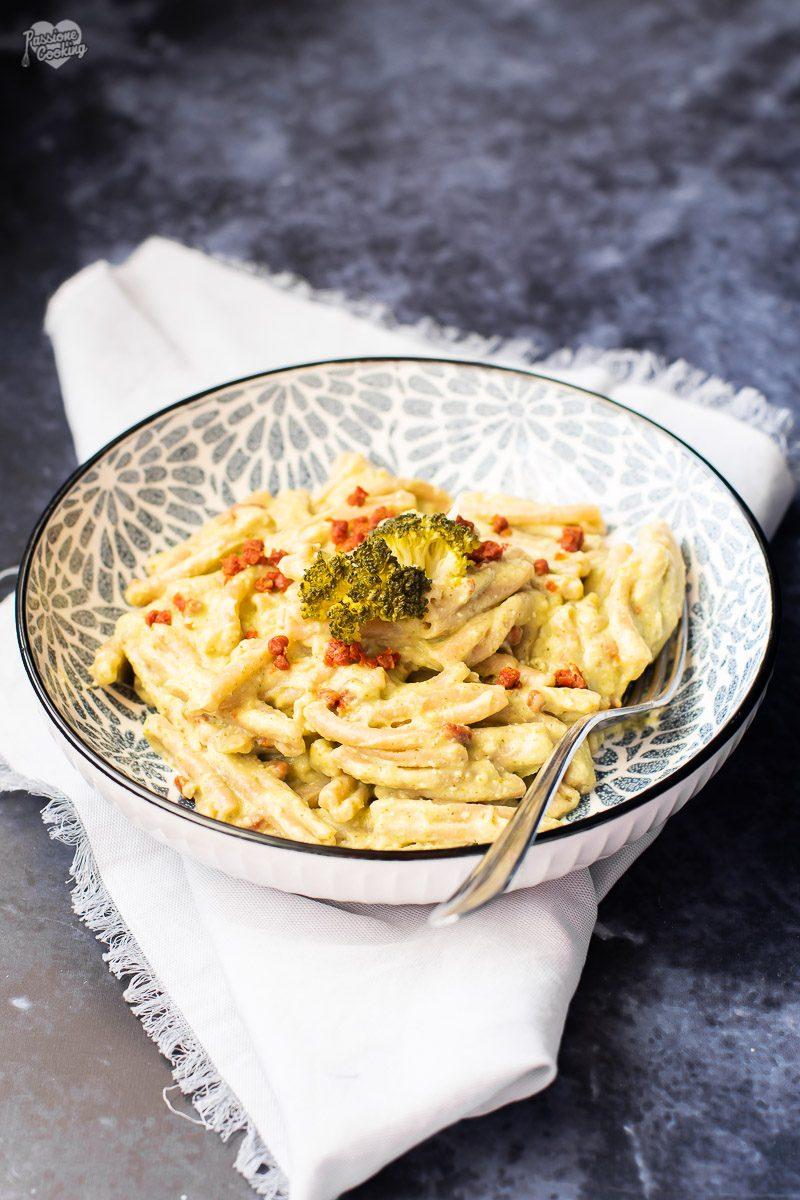 Pasta con crema di broccoli e pomodori secchi
