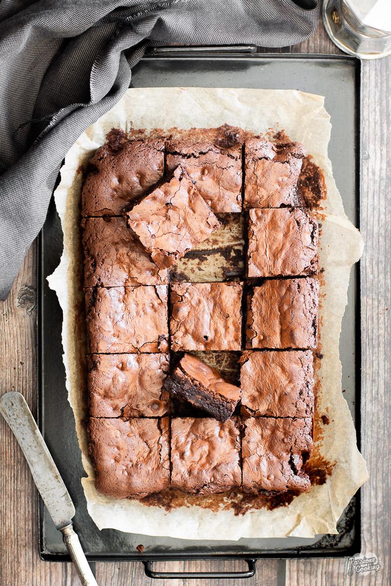 Brownies al caffè e cioccolato con gocce di cioccolato