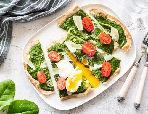 Flammkuchen con spinaci e uova