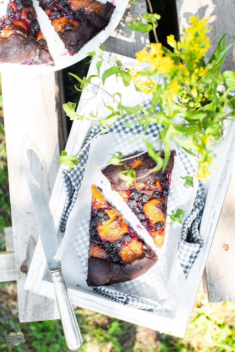 Gallette al cacao con prugne gialle e mirtilli
