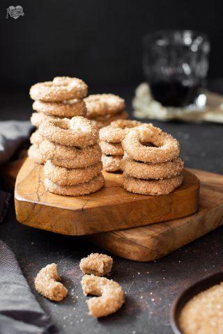 Ciambelline con farina di castagne e zucchero di canna