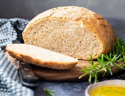 Pane al rosmarino e limone con olio di oliva