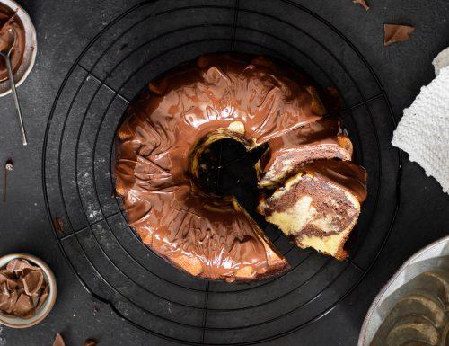 Ciambella bicolore soffice e cioccolatosa