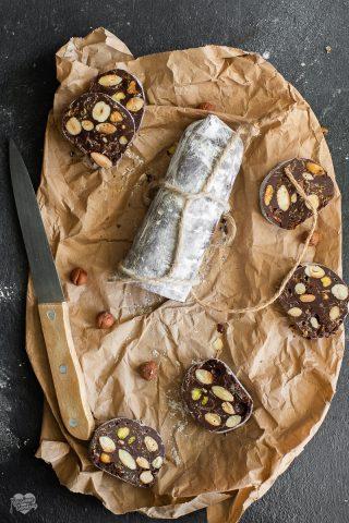 Salame di cioccolato con nocciole e mandorle