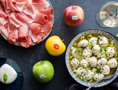 Mozzarelline marinate con mela Alto Adige IGP e Speck Alto Adige IGP