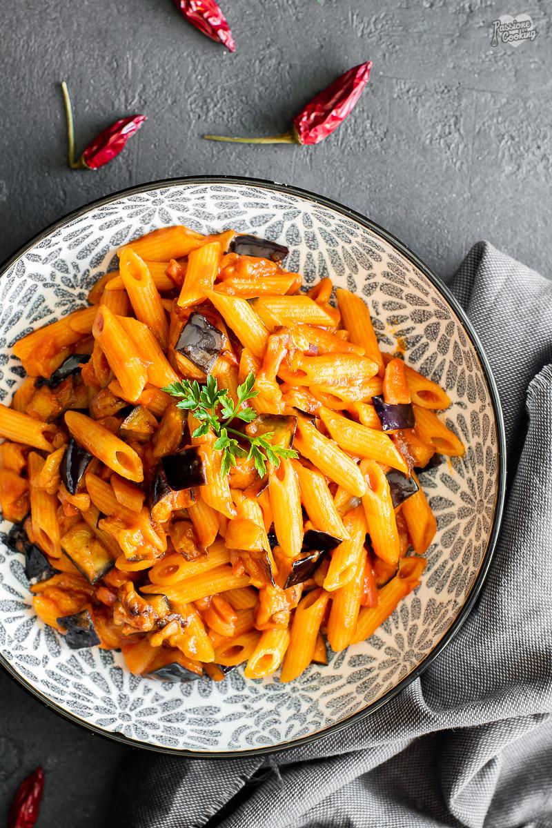 Pasta con melanzane fritte e speck Alto Adige IGP