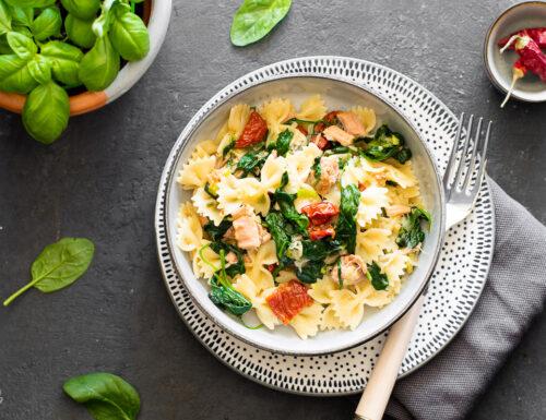 Pasta saporita con tonno e spinacini