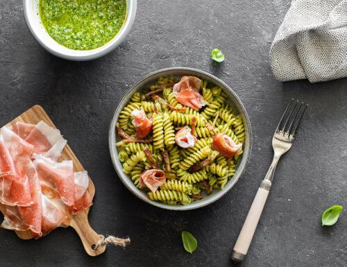 Pasta con pesto di rucola e Speck Alto Adige IGP