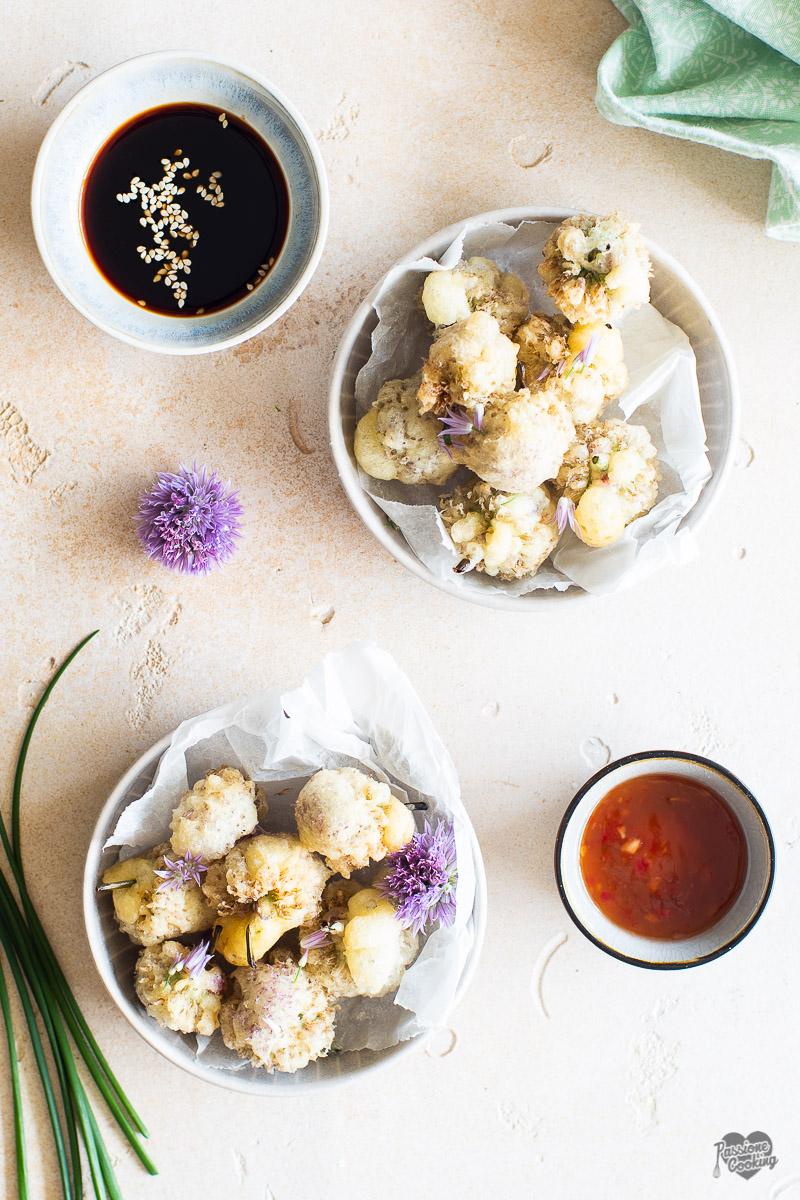 Fiori di erba cipollina in tempura