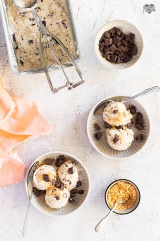 Gelato al cocco e cioccolato fondente