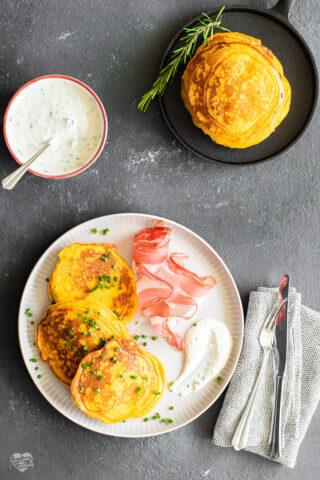 Pancake alla zucca con Speck Alto Adige IGP e salsa allo yogurt