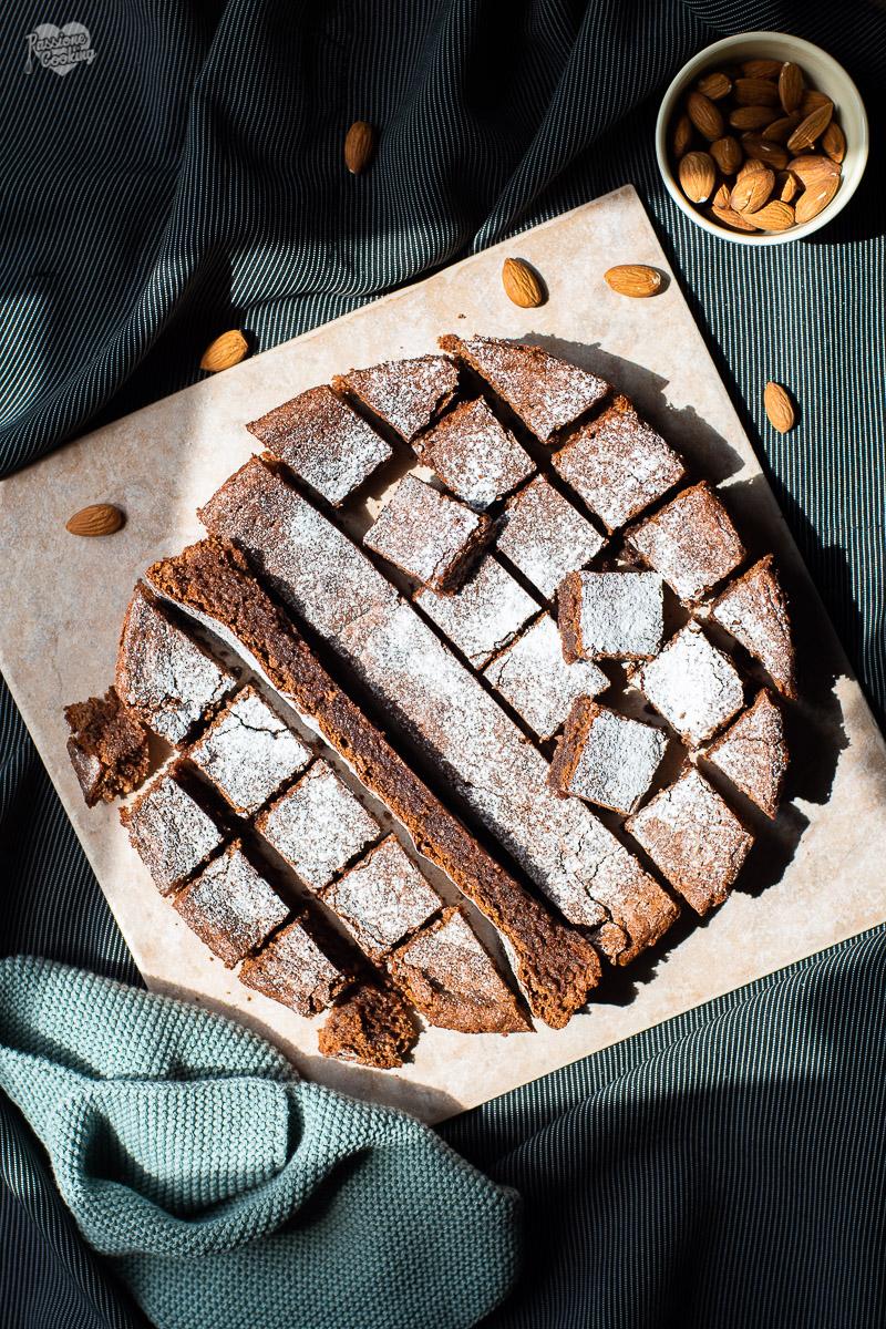 Torta al cioccolato con mandorle e olio extravergine di oliva