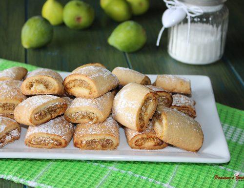 Fagottini di pasta frolla ripieni di fichi freschi e mandorle: idea biscotti