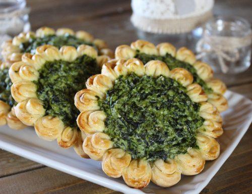 Crostatine salate ricotta e spinaci. Intreccio girasole.